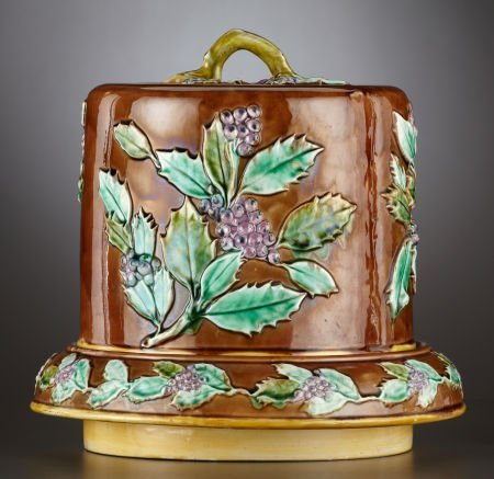 69022: A VICTORIAN MAJOLICA CHEESE STAND AND COVER  Sta