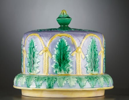 69023: A VICTORIAN MAJOLICA CHEESE STAND AND COVER  Sta