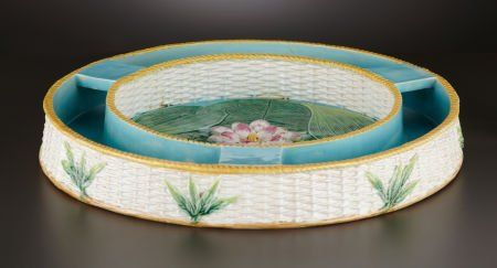 69033: A VICTORIAN MAJOLICA TABLE CENTER  George Jones