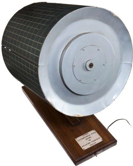 41003: Sylvania Large Satellite Despun Antenna Display