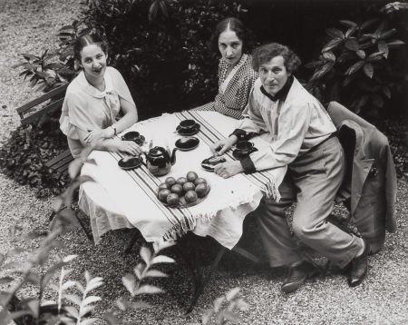 74005: ANDRÉ KERTÉSZ (Hungarian, 1894-1985) Chagall Fam