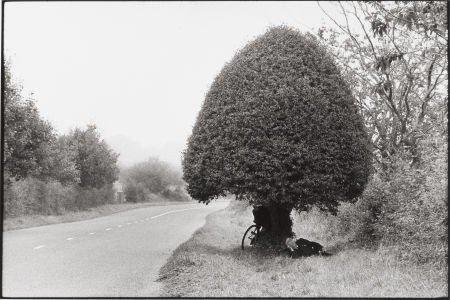 74009: HENRI CARTIER-BRESSON (French, 1908-2004) Cyclis