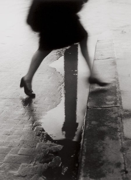 74018: WILLY RONIS (French, 1910-2009) Pluie, Place Ven