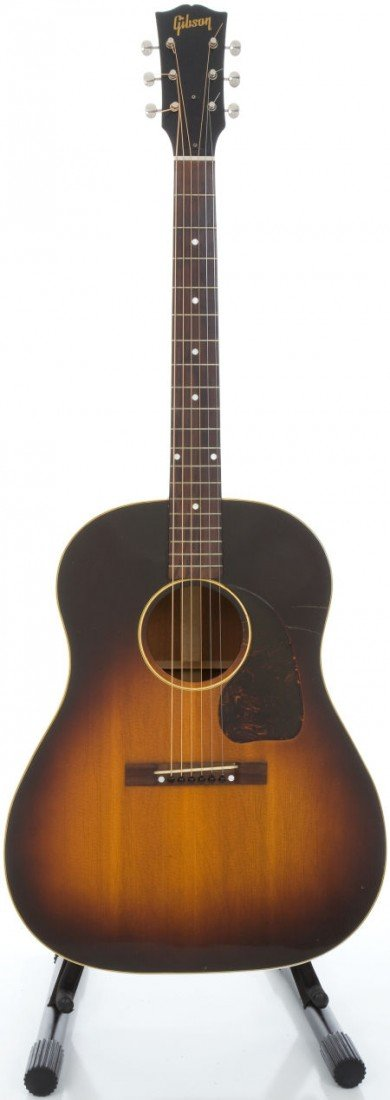 54012: 1948 Gibson J-45 Sunburst Acoustic Guitar, Seria