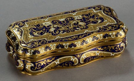 68044: A CONTINENTAL ENAMEL AND 18K GOLD SNUFF BOX  Mak