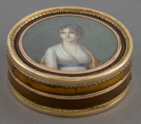 A FRENCH TORTOISE SHELL AND GOLD BOX WITH PORTRA