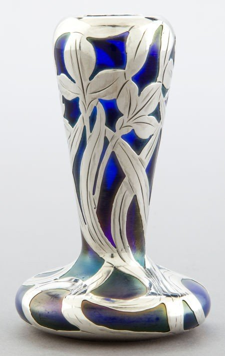 68070: AN AMERICAN GLASS VASE WITH ALVIN SILVER OVERLAY