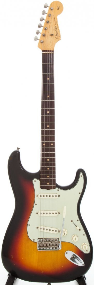 54220: 1962 Fender Stratocaster Solid Body Electric Gui