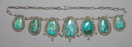 50011: A NAVAJO SILVER AND TURQUOISE NECKLACE c. 1940