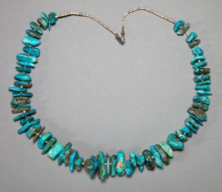 50014: A NAVAJO TURQUOISE AND SHELL NECKLACE c. 1940