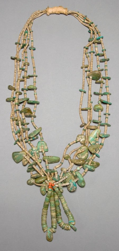 50016: A PUEBLO TURQUOISE AND SHELL NECKLACE c. 1910