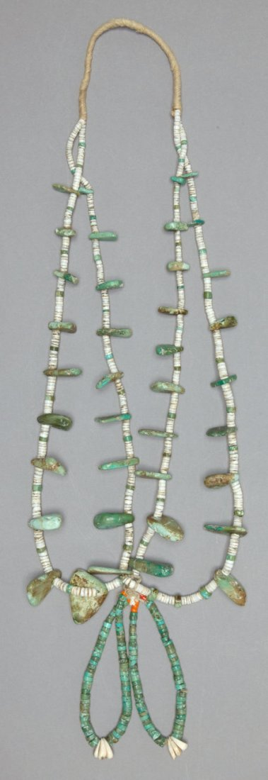 50017: A PUEBLO TURQUOISE AND SHELL NECKLACE c. 1930