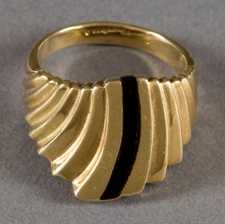 50021: AN ISLETA GOLD AND JET RING Ted Charveze c. 1990