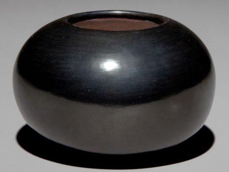 50055: A SAN ILDEFONSO BLACKWARE JAR Maria Poveka c. 19
