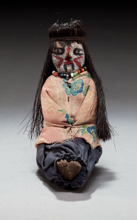 50063: A SMALL MOHAVE FEMALE POTTERY DOLL c. 1910