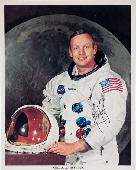 40117: Neil Armstrong Signed Color Photo.