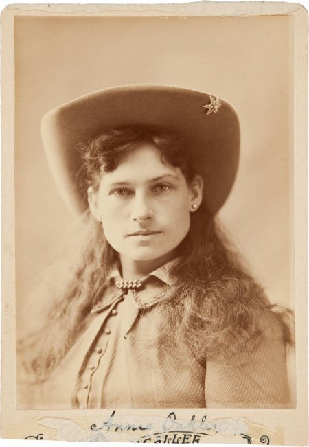 44003: Annie Oakley: An Early Cabinet Photo with Facsim