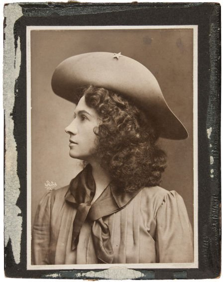 44006: Annie Oakley: One of her Most Beautiful Cabinet