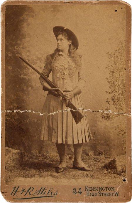 44010: Annie Oakley: A British Cabinet Photo.