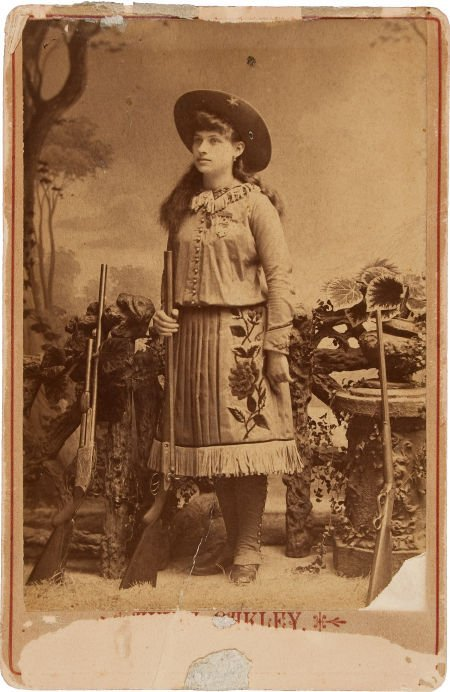 44011: Annie Oakley with Three Guns: An Early Cabinet P