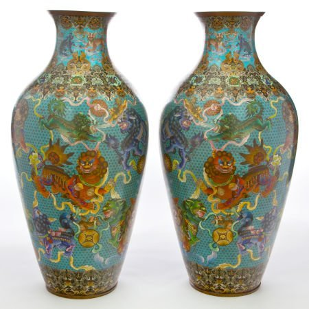 66154: A PAIR OF MONUMENTAL CHINESE CLOISONNÉ PALACE VA