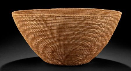 86505: A SOUTH AFRICAN WOVEN BASKET  Swazi, early 20th
