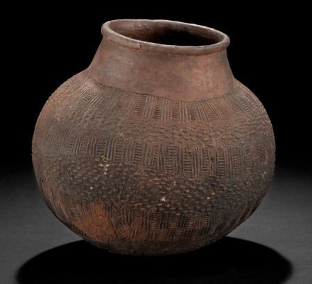 86506: AN EAST AFRICAN CLAY BEER POT  Early 20th centur