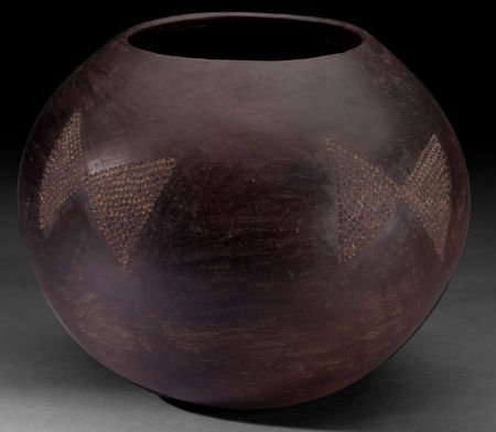 86507: A SOUTH AFRICAN CLAY BEER POT  Zulu, early 20th