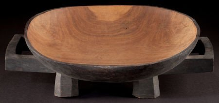 86510: A SOUTH AFRICAN TWO HANDLED CARVED WOOD MEAT TRA