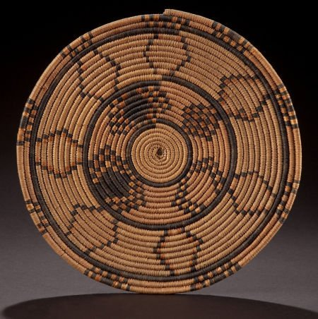 86513: A SOUTH AFRICAN WOVEN FOOD TRAY  Zulu, early 20t