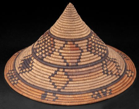 86514: A SOUTH AFRICAN WOVEN IMBENGE  Zulu, early 20th