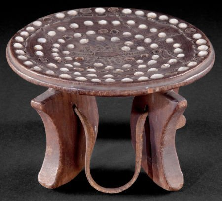 86522: A KENYAN WOOD AND LEATHER STOOL  Early 20th cent