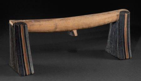 86523: A SOUTH AFRICAN WOOD NECKREST  Zulu, 20th centur