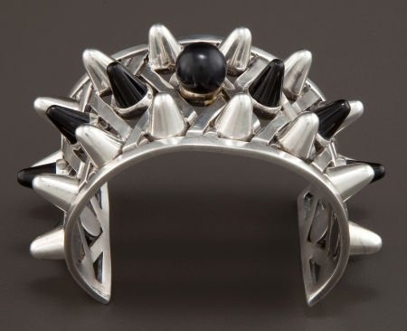 68018: AN ANTONIO PINEDA SILVER AND ONYX CUFF Antonio P