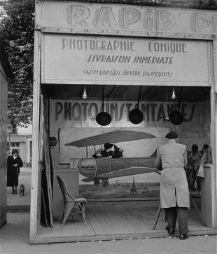74083: ROBERT DOISNEAU (French, 1912-1994) Photographie