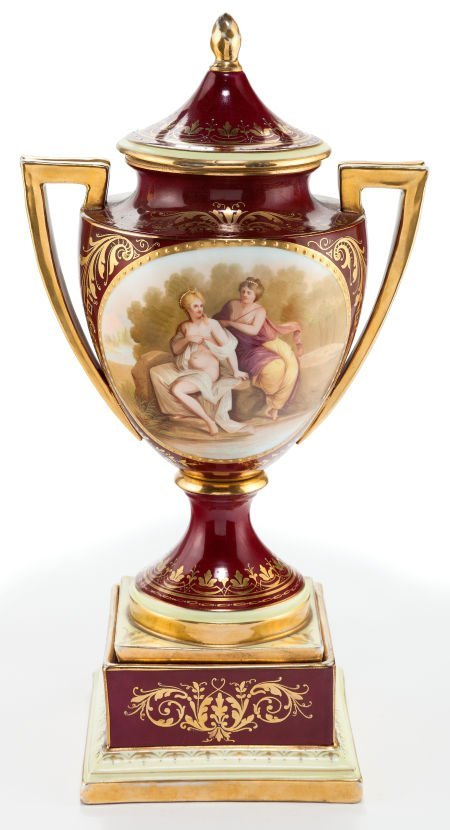66016: A HUTSCHENREUTHER PORCELAIN COVERED URN ON STAND