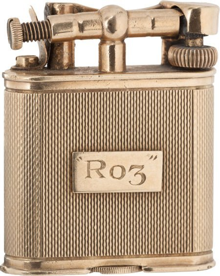 46019: A Rosalind Russell Fancy 9K Gold Dunhill Cigaret