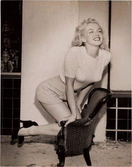 46006: A Marilyn Monroe Rare Black and White Cheesecake