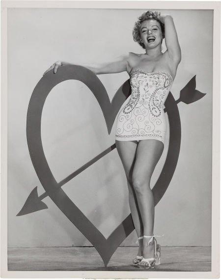 46011: A Marilyn Monroe Rare Black and White Cheesecake