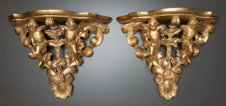 62005: A PAIR OF CARVED GILT WOOD FIGURAL WALL BRACKETS
