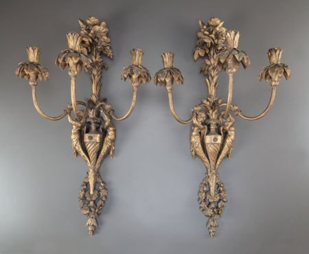 62007: A PAIR OF CARVED GILT WOOD THREE-LIGHT WALL SCON