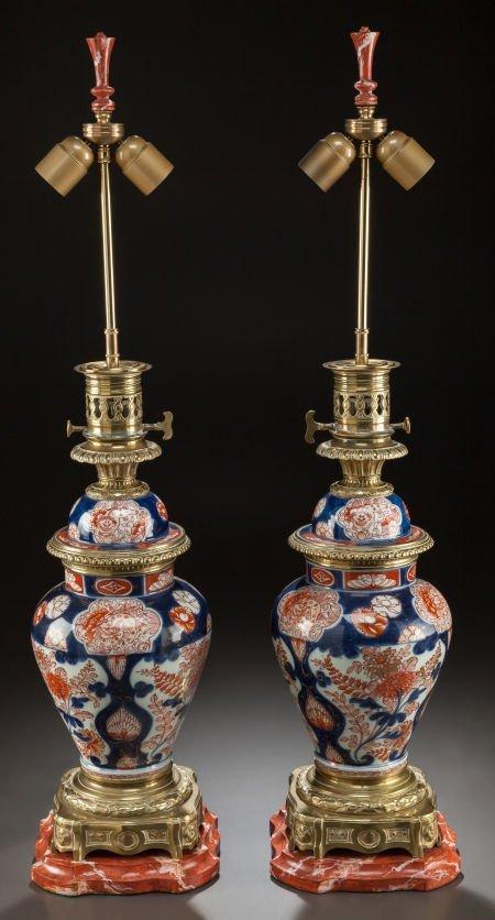 62021: A PAIR OF JAPANESE IMARI PORCELAIN AND GILT BRON
