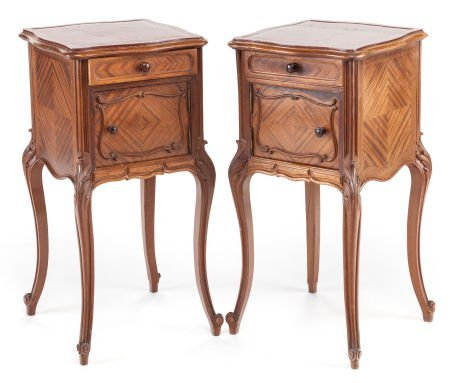 63389: A PAIR OF LOUIS XVI-STYLE PROVINCIAL MAHOGANY SI