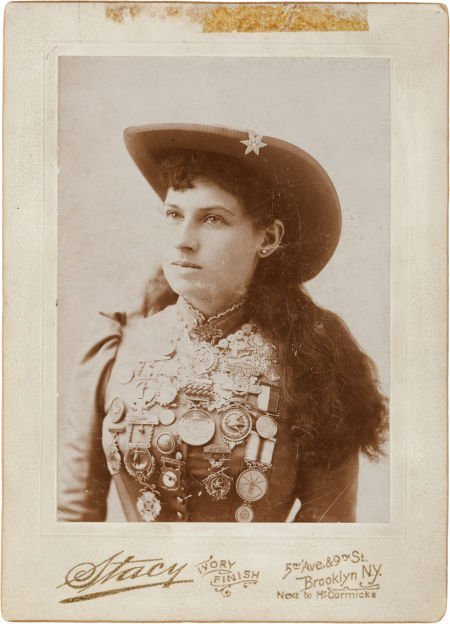 44006: Annie Oakley: A Signed Cabinet Photo Taken by St