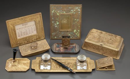 89022: EIGHT VARIOUS TIFFANY STUDIOS GLASS AND BRONZE D