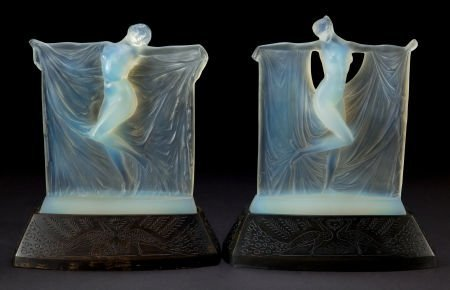 89257: R. LALIQUE OPALESCENT GLASS SUZANNE AND THAIS ST