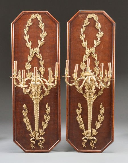 62010: A PAIR OF FRENCH GILT BRONZE FIVE-LIGHT WALL SCO