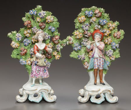 62558: A PAIR OF CHELSEA-STYLE ENGLISH PORCELAIN BOCAGE