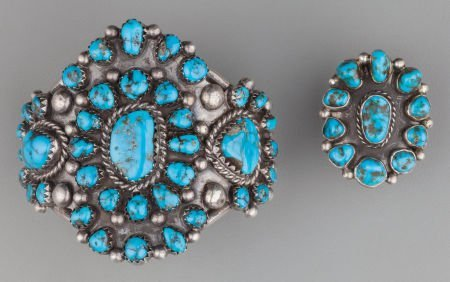 71023: A NAVAJO SILVER AND TURQUOISE JEWELRY SUITE c. 1