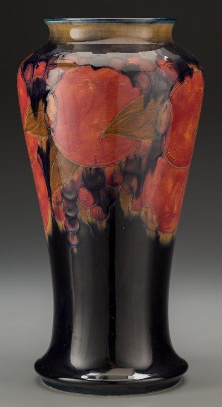 63211: A William Moorcroft Pottery Vase, Burslem (Stoke